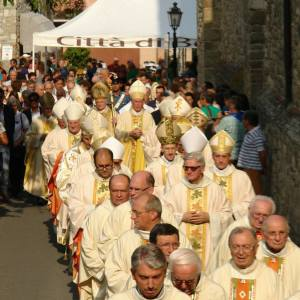 Corteo dei vescovi