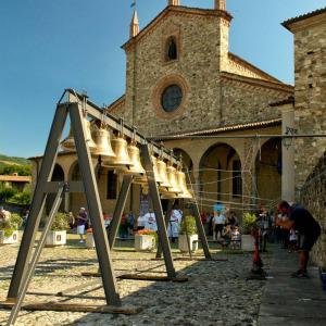 Piazza-San-Colombano-Concerto-di-Campane